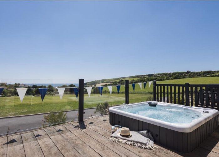 5SE hot tub Sunken in Millboard decking